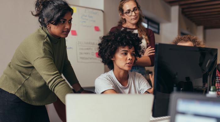 diversidade, empreendedorismo. Mulheres negras, brancas, não brancas em local de trabaho. Diversidade e representatividade.
